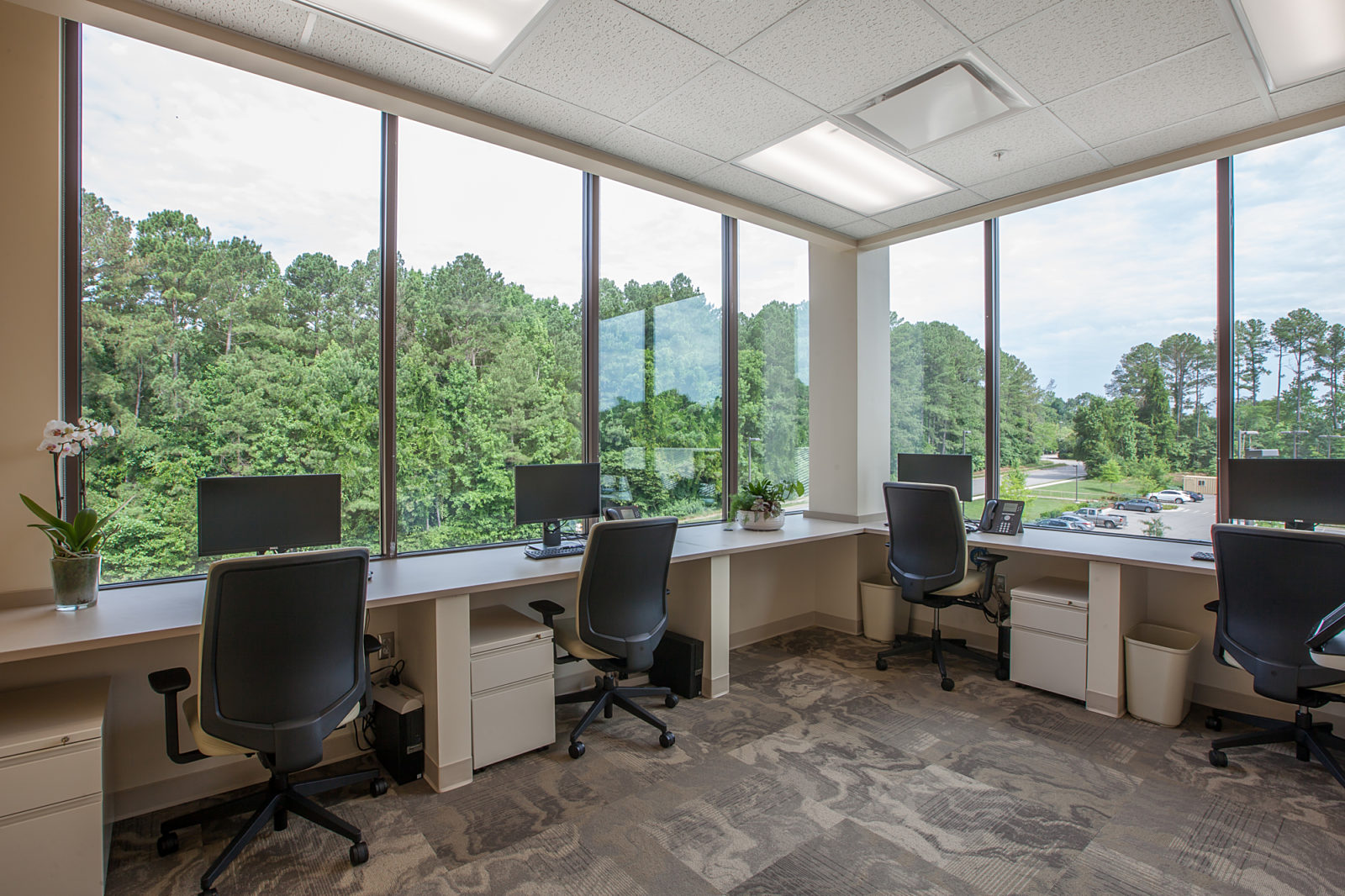 Workstations with window view